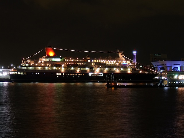 Cruise_ship_Nippon_Maru_after_the_great_remodeling_in_Osanbashi_at_night_20110119